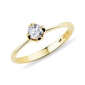 Zlatý prstýnek zdobený diamantem KLENOTA