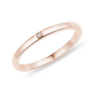 Snubní prsten z růžového zlata s diamantem KLENOTA