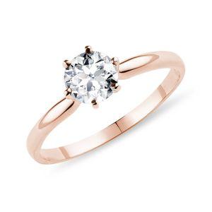 Zásnubní prsten v růžovém zlatě s 0,9ct briliantem KLENOTA