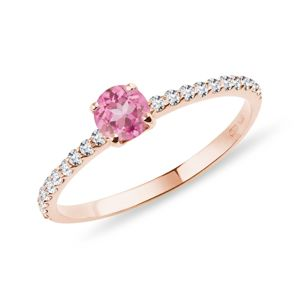 Zlatý prsten s diamanty a růžovým safírem KLENOTA