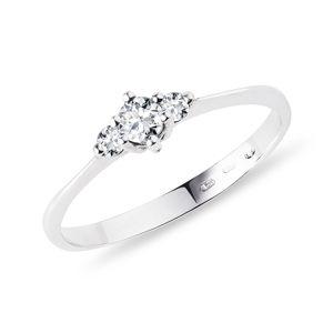 Diamantový zásnubní prsten v bílém zlatě KLENOTA