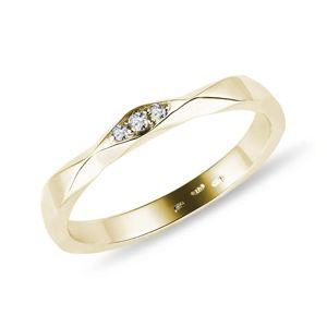 Zlatý prstýnek se třemi brilianty KLENOTA