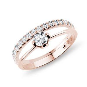 Snubní a zásnubní prsten s diamanty v růžovém zlatě KLENOTA