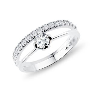 Snubní a zásnubní prsten s diamanty v bílém zlatě KLENOTA
