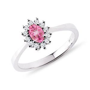 Prsten s růžovým safírem a brilianty v bílém zlatě KLENOTA