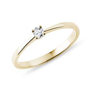 Jemný prstýnek ze žlutého zlata s diamantem KLENOTA